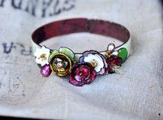 Garden Varieties Enamel Bangle by bullfinchbarbury on Etsy Enamel Jewelry, Copper Jewelry, Wire Jewelry, Jewelry Crafts, Jewelry Art, Jewelry Bracelets, Handmade Jewelry, Jewelry Design, Jewellery