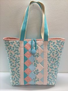 Quilted Tote Bags, Patchwork Bags, Crazy Patchwork, Sew Tote Bags, Patchwork Ideas, Bag Quilt, Cotton Shopping Bags, Sacs Design, Bag Patterns To Sew