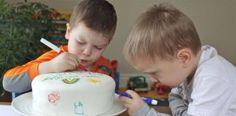 Αφήστε τα παιδιά να ζωγραφίσουν την τούρτα των γενεθλίων τους με βρώσιμους μαρκαδόρους!