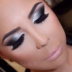 Flawless Silver Eye Makeup Looks You Need To Try - Make Up - Fashionable Silver Smokey Eye, Black Smokey Eye Makeup, Eye Makeup Cut Crease, Black Makeup, Skin Makeup, Silver Makeup, Silver Eyeshadow, Smokey Eyeshadow, Cheer Makeup