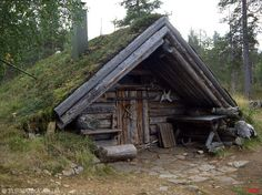 Tupa sod roof cabin We'll make this for our AirBnB guests on the ranch. Viking House, Hunting Cabin, Underground Homes, Log Cabin Homes, Log Cabins, Earth Homes, Survival Shelter, Cabins And Cottages, Cabins In The Woods