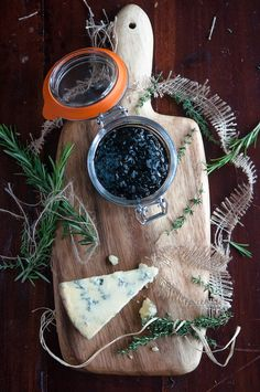 Balsamic shallot relish with Gorgonzola