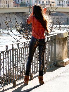 Legging Roxie de la Maison Victor. Plus de photos sur mon blog: http://lescreationsdecaroscrap.blogspot.fr/2015/02/dahlia-francoise-livie-roxie-et-un-pull.html