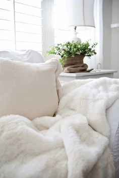 WHITE FLUFFY THROW