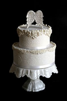 gorgeous - such amazing detail, even the stand seems to perfectly compliment the cake!