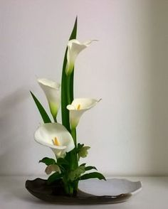 30 Pictures of Japanese Art Of Flower Arrangement, Ikebana Easter Flower Arrangements, Tropical Floral Arrangements, Creative Flower Arrangements, Flower Arrangement Designs, Ikebana Flower Arrangement, Ikebana Arrangements, Beautiful Flower Arrangements, Beautiful Flowers, Calla Lily Centerpieces