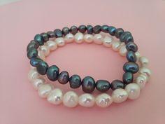 Juego de 2 pulseras de perlas cultivadas elásticas en 2 colores