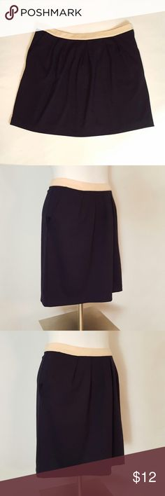 """💋SALE💋NWT Gap Skirt MWT Gap Skirt. Size X-Large. Side zipper, two front pockets. 72% polyester, 22% rayon, 6% spandex. Color: black with peach at waist. Measurements: 34"""" waist, 46"""" hips, 18 1/2"""" length. GAP Skirts A-Line or Full"""