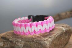 Paracord - Armband rosa - weiss 19,5cm von DaiSign auf DaWanda.com