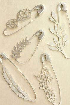 veiligheidspin broches Safety Pin Brooches by Marta Lugo Jewels on Etsy Bijoux Design, Schmuck Design, Jewelry Design, Jewelry Art, Jewelry Accessories, Fashion Accessories, Etsy Jewelry, Gold Jewellery, Craft Ideas