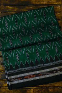 Colour play like no other, Sambalpuri ikats have an instant appeal which is unparalleled. They look ethnic yet contemporary all at once. Bringing to you a hand picked collection of fine Orissa ikat sarees ! Sambalpuri Saree, Saree Blouse, Cotton Saree, Silk Sarees, Sari Dress, Saree Trends, Elegant Saree, Beautiful Saree, Sarees Online