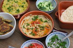 Pitabroodjes met falafel en 2 soorten hummus