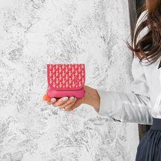 . ねこピンクシリーズ . キャッツの小銭入れ ピンクのお財布にベージュで描かれているキャッツはとてもキュート . 印伝の柄 #印伝 #古都印伝 #模様 #伝統技法  #日本 #大阪 #和柄 #猫柄 #猫 #ピンク #革 #和 #革小物 #林吾 #ネコ #イーモノ #ピンク #black #leather #japan #Japanese #ねこ #