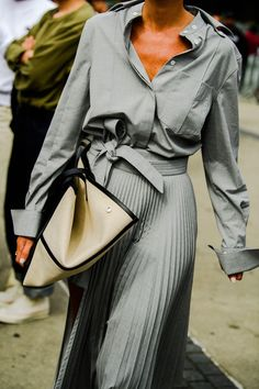 The Best Street Style From New York Fashion Week All the lewks you didn't see on the runway. Printemps Street Style, New York Fashion Week Street Style, Street Style Trends, Spring Street Style, Cool Street Fashion, Street Style Women, New Fashion Trends, Star Fashion, Fashion Blogs