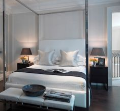Four poster bed. In love !!