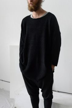 Maxi oversized jumperLoose fit, oversize, long sleeves, small vents on sidesLength 80 cmChest 136 cm Sleeve 40 cm 95% polyester , 5% lycraLow temperature washing or hand wash , do not iron , do not wring , dry flatONESIZELength can be customized, black color only