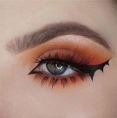 Spooky & Creepy Halloween Eye Make Up Trends 2021 | Modern Fashion Blog Bat Makeup, Halloween Eye Makeup, Eye Makeup Art, Glitter Makeup, Makeup Trends, Makeup Inspo, Makeup Inspiration, Makeup Ideas, Maquillage Halloween Simple