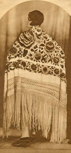 El Mantón de Manila. http://www.pinterest.com/beatriz0727/ethnic-textiles-and-ethnic-inspiration/