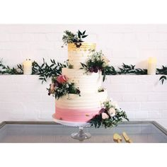 3 tiers of beauty! Ombré pink to white London Cake, White Rims, Buttercream Wedding Cake, Fashion Cakes, Cake Gallery, Wedding Cake Inspiration, London Wedding, How To Make Cake, Amazing Cakes