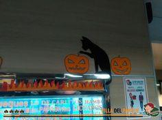 Todo listo para vivir la mejor noche de Halloween!! Hoy desde las 21:00 hs alguien muy tenebroso va a estar recibiendo a los chicos!!! Te esperamos en Lo de Carlitos Villa del Parque en Nogoya 3062
