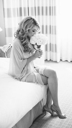 All brides dream about having the perfect wedding day, however for this they require the ideal wedding gown, with the bridesmaid's dresses complimenting the wedding brides dress. These are a variety of tips on wedding dresses. Wedding Advice, Wedding Vows, Wedding Events, Wedding Planning, Budget Wedding, Wedding Ideas, Wedding Details, Wedding Reception, Wedding Decorations