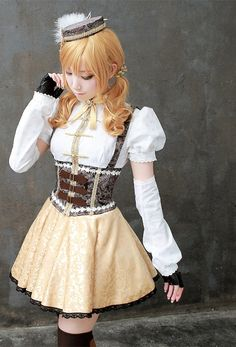 Really detailed Mami cosplay.