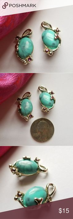 Vintage teal cabochon clip earrings purple gems This pretty pair of vintage clip back earrings has a marbled turquoise green color lucite plastic cabochon in a swirly design setting, each with two tiny purple gems. This pair is in nice condition with normal minor wear no major issues! From a smoke free home:)   8825tteal9j5d Vintage Jewelry Earrings