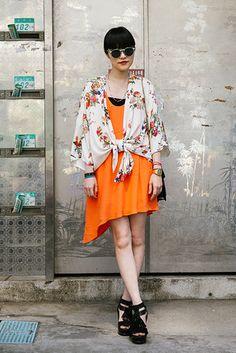 台北 Da'an District, TAIPEI. Stella, stylist. Casio watch, Le Specs sunglasses, Zara dress and scarf. 【スライドショー】アジアの街角ファッションスナップ―台北、東京など - WSJ.com