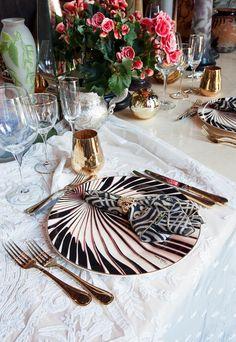 ROBERTO CAVALLI HOME Australia  Tigress Tableware Collection  #robertocavalli #robertocavallihome #palazzocollezioni #chandelier
