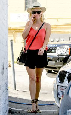 Reese Witherspoon is super cute and ready for summer!