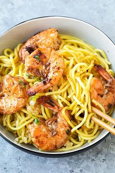 Shrimp Garlic Noodles - this easy noodle stir-fry would make the perfect quick dinner when that craving for takeout hits! Noodle Recipes, Fish Recipes, Seafood Recipes, Asian Recipes, Dinner Recipes, Cooking Recipes, Healthy Recipes, Chinese Recipes, Chinese Food