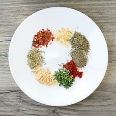 Make your own Italian sausage at home with this homemade italian sausage seasoning recipe. Add these savory spices to turkey, pork or beef. Italian Sausage Seasoning, Homemade Italian Sausage, Italian Sausage Recipes, Sweet Italian Sausage, Italian Sausages, Italian Spices, Paleo Sweet Potato, Sweet Potato Chili, Chorizo