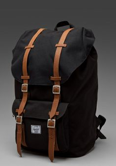 Herschel Supply Co. Little America Rucksack in Schwarz Herschel Supply Co, Look Fashion, Mens Fashion, Fashion Outfits, Things To Buy, Stuff To Buy, Cool Gear, Mk Bags, Tote Bags
