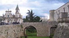 Castello di Venosa - 40°58′00″N 15°49′00″E