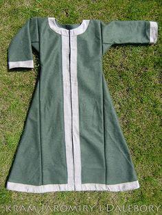 Early medieval coat for woman slav rus reenactment Viking Dress, Viking Garb, Viking Costume, Medieval Costume, Medieval Dress, Viking Clothing, Renaissance Clothing, Historical Costume, Historical Clothing