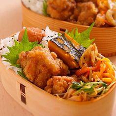 から揚げ、かぼちゃの煮もの、きんぴら、ナポリタン、中華サラダ、ご飯
