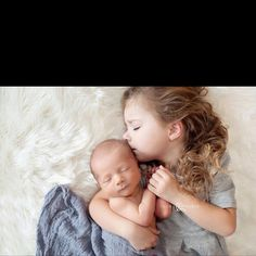 Such a cute newborn pose for the second child. #siblings