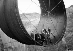 A Barragem Hoover (Hoover Dam) está localizada entre os estados de Nevada e Arizona, nos Estados Unidos, no rio Colorado. Foi nomeada em homenagem a Herbert Hoover, o 31.º Presidente dos Estados Unidos, que foi um elemento fundamental para a sua construção. A construção foi iniciada em 20 de Abril de 1931 e terminada a …