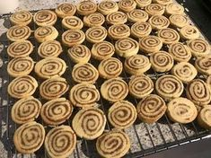 Zimtschnecken – Plätzchen Cinnamon Roll Cookies, a delicious recipe from the category biscuits & cookies. Easy Smoothie Recipes, Easy Cookie Recipes, Sweet Recipes, Snack Recipes, Cinnamon Roll Cookies, Cinnamon Rolls, Biscuit Cookies, Pumpkin Spice Cupcakes, Ice Cream Recipes