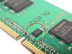 EPROM EPROM son las siglas de Erasable Programmable Read-Only Memory . Es un tipo de chip de memoria ROM no volátil inventado por el ingeniero Dov Frohman
