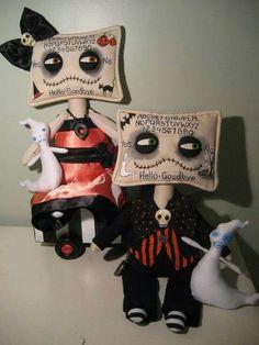Ouija Board Dolls by ForeverFall Halloween Sewing, Halloween Doll, Halloween Projects, Halloween Patterns, Halloween Stuff, Halloween Ideas, Watchover Voodoo Doll, Monster Dolls, Gothic Dolls
