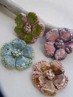 4 boutons céramique fleurs multicolores par ceramicpoppy sur Etsy, $22.00