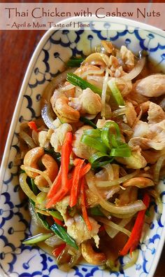 Chicken with Cashew Nuts | Easy chewy-licious super popular in #Thai restaurants!