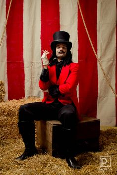 This guy had a circus carnival adult party in his house- and it looks amazing!