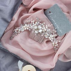 Freshwater pearls & crystals headpiece, wedding hair comb. ⭐️ WORLDWIDE FREE SHIPPING ⭐️ This stunning wedding comb abounds with gorgeous freshwater pearls, rhoduim plated leaves& flowers, rhinestones and glass beads. Choose your color! Silver or gold. Dont forger to choose an