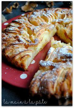 tarte suisse aux pommes Plus Tart Recipes, Apple Recipes, Sweet Recipes, Snack Recipes, Dessert Recipes, Cooking Recipes, Apple Desserts, Cream Recipes, Brunch
