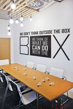 Never get bored with cozy office meeting room design 41 - Decor Life Style Office Wall Design, Office Wall Decor, Office Walls, Office Interior Design, Office Interiors, Basement Office, Desk Office, Interior Designing, Room Decor