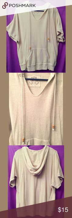 "Shop Women's Mudd Cream size XL Sweatshirts & Hoodies at a discounted price at Poshmark. Description: Super cute ""poncho like"" hoodie sweater. In excellent condition! Diy Cape, Poncho Sweater, Hoodies, Sweatshirts, Super Cute, Crop Tops, Womens Fashion, Sweaters, Closet"