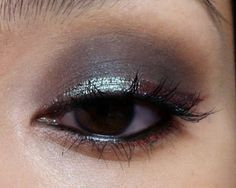 The Makeup Box: 5 Days 5 Ways: MAC Blue Brown Pigment