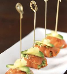 Smoked Salmon Bites Why even bother with a main course?Why even bother with a main course? Seafood Recipes, Cooking Recipes, Healthy Recipes, Keto Recipes, Appetizers For Party, Appetizer Recipes, Canapes Recipes, Endive Appetizers, Seafood Appetizers